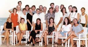 11. Amazon and Deutsche Bank employees who worked on Amazon's 1997 IPO celebrate with family members in Cabo, Mexico