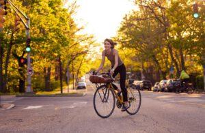 لیزا پیکیریلو حین دوچرخه سواری